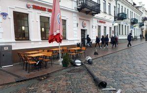 На Советской в Гродно падают фонарные столбы: что или кто их валит?