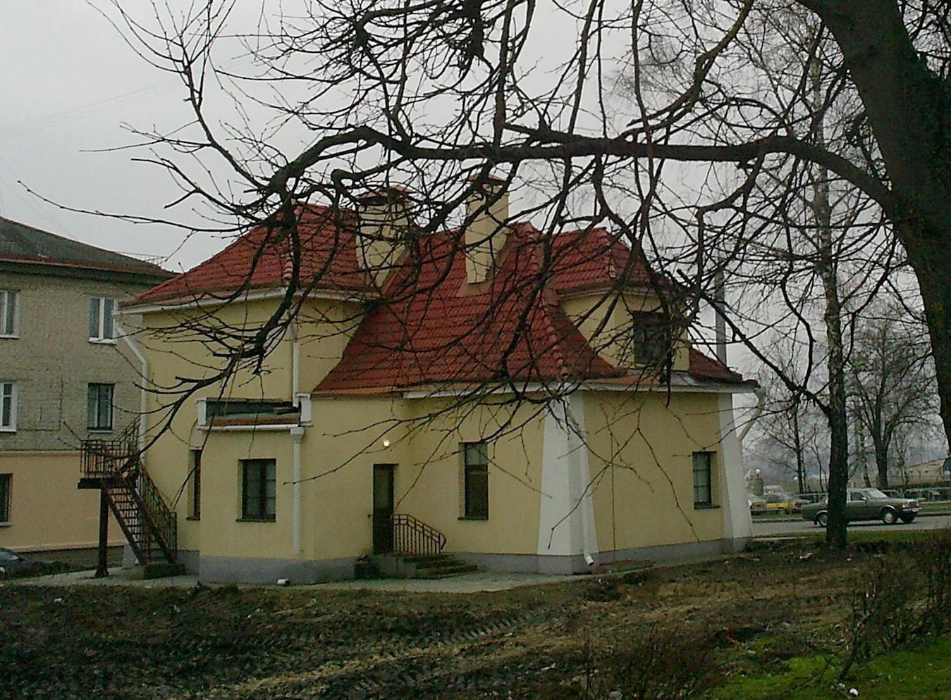 Другі ацалелы дом вайсковай калоніі цяпер мае адрас Горкага 47а