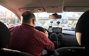 """Гродненские таксисты рассказывают, зачем приглашают друг друга на """"огонёк"""""""
