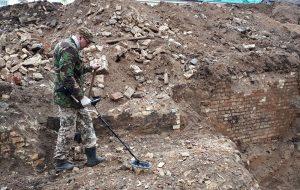 Пули, монеты и бутылки: что находят археологи на стройплощадке литовского консульства