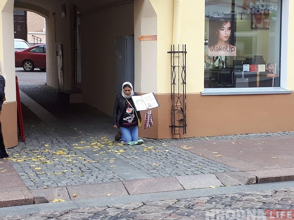 На Савецкай на месца вулічных музыкаў прыйшлі жабракі