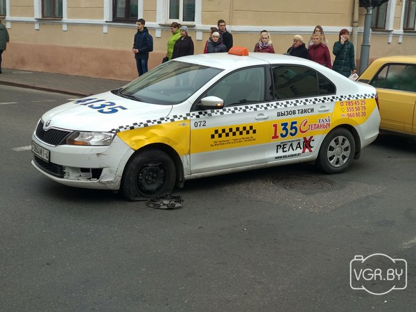 «Клиент вдруг голову задурил»: из-за аварии на перекрестке Кирова и Социалистической в центре образовался большой затор