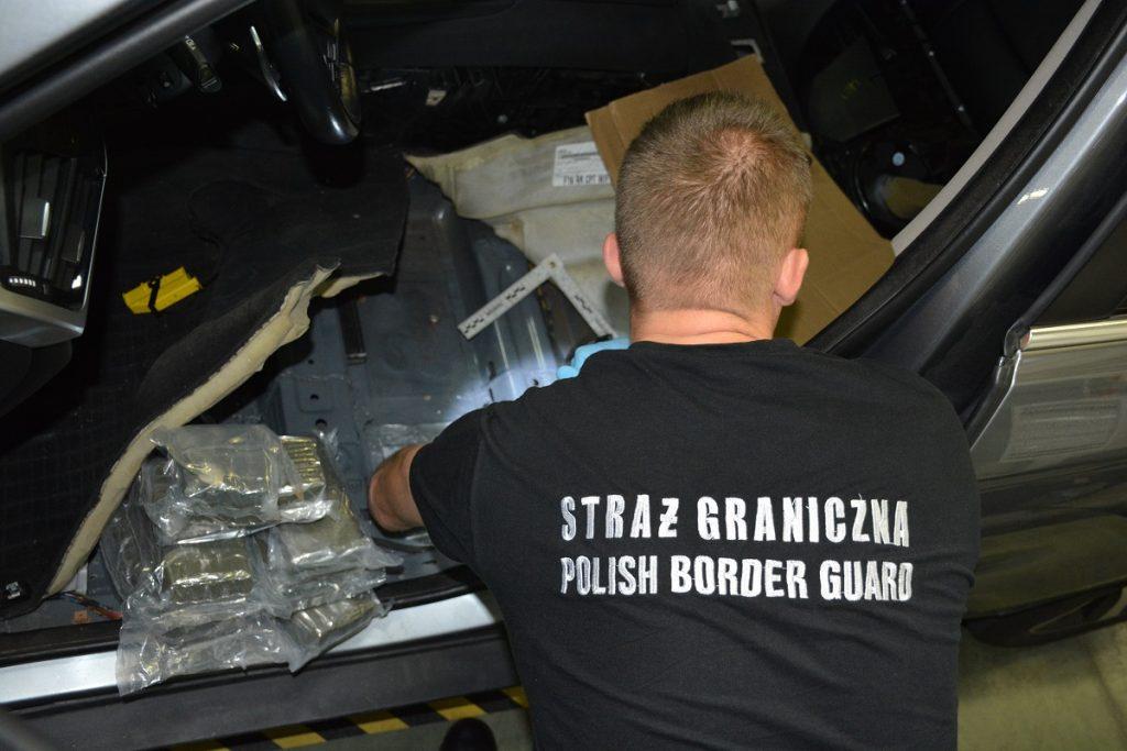 Пограничники в Кузнице нашли у россиянина 70 кг гашиша