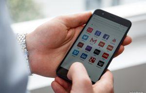 На Гродненщине работник салона сотовой связи сбывал мимо кассы мобильные телефоны, чтобы заработать на жилье
