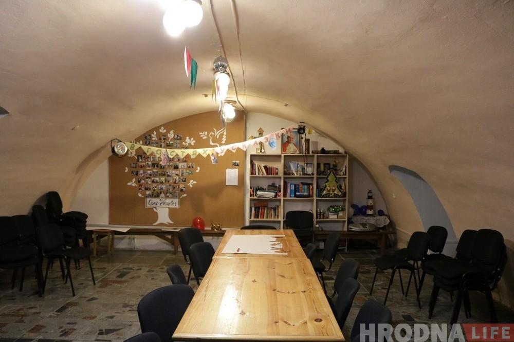 Падвалы брыгіцкага касцёла перарабілі ў музей і месца сустрэч для моладзі