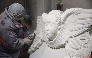 Смотрите, как на заводе под Гродно делают декор для Старого замка