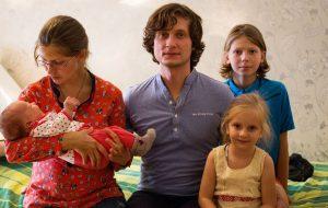 «Бо люблю». Навошта сям'я гарадзенцаў трымае непрыбытковую краму беларускага хэндмэйду