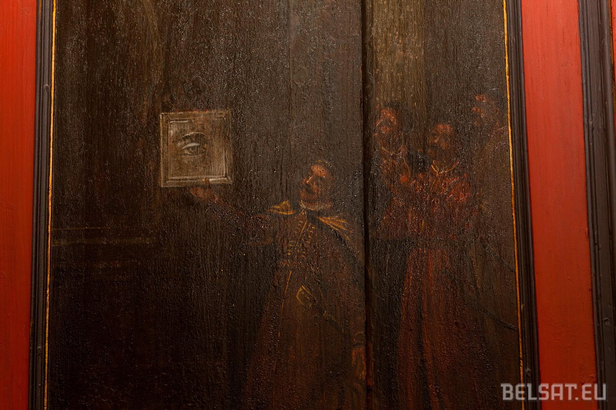 Гродзенскі гісторык разгадаў загадку старажытных лаваў у Фарным касцёле