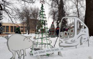 Фотофакт: в парке Жилибера откроют аллею новогодних ёлок