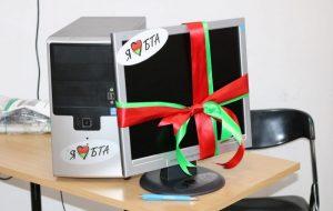 Сябры з БТА банка падаравалі студэнтам УЗВ камп'ютар