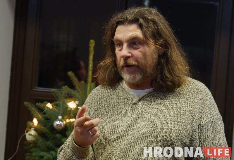 """""""Ну не свінні, га?"""" Алесь Сураў прадставіў у Гродне выставу """"У краіне сала"""""""