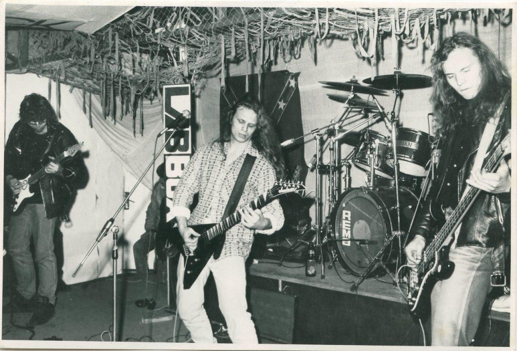 Смотрите, как в Гродно проходили рок-концерты в 90-х