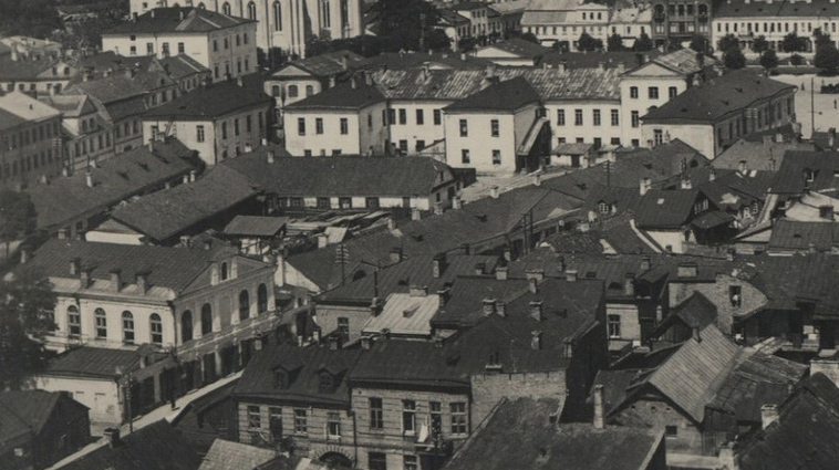 Комплекс будынкаў Брэгмана. Злева бачна малітоўня. Фота 1930-х