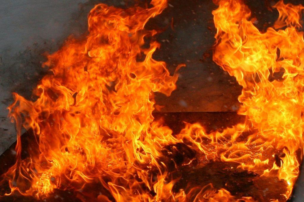 Второй пожар за сутки. В Гродно горела многоэтажка, хозяин квартиры погиб