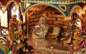 Дворцы из конфетных оберток и короли из фольги: в Новом замке показывают знаменитые краковские вертепы