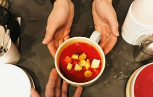 """В воскресенье у тебя """"Pad nosam"""" раздача 101 бесплатного супа"""