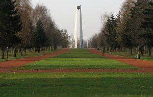 Стелу в Коложском парке могут обновить за счёт Евросоюза