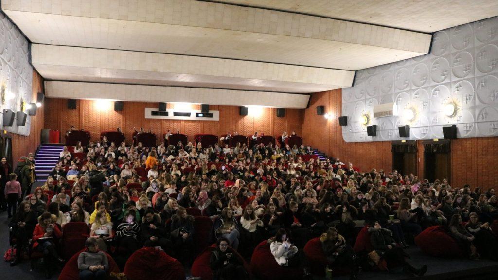 Пользуется популярностью: в Гродно ещё раз покажут концерт корейской группы BTS