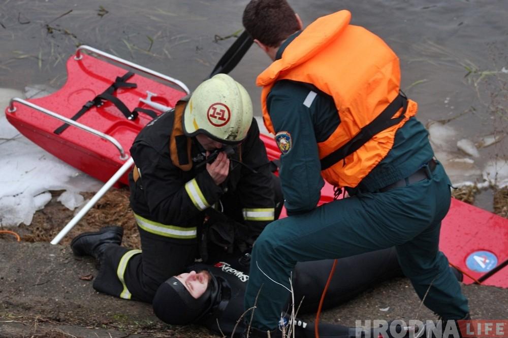 Фотофакт: гродненские спасатели провели учения на Немане
