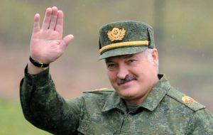 Лукашэнка пра пераход з тэрміновай службы на кантрактную: «Ужо замянілі, дзе трэба» + ІНФАГРАФІКА