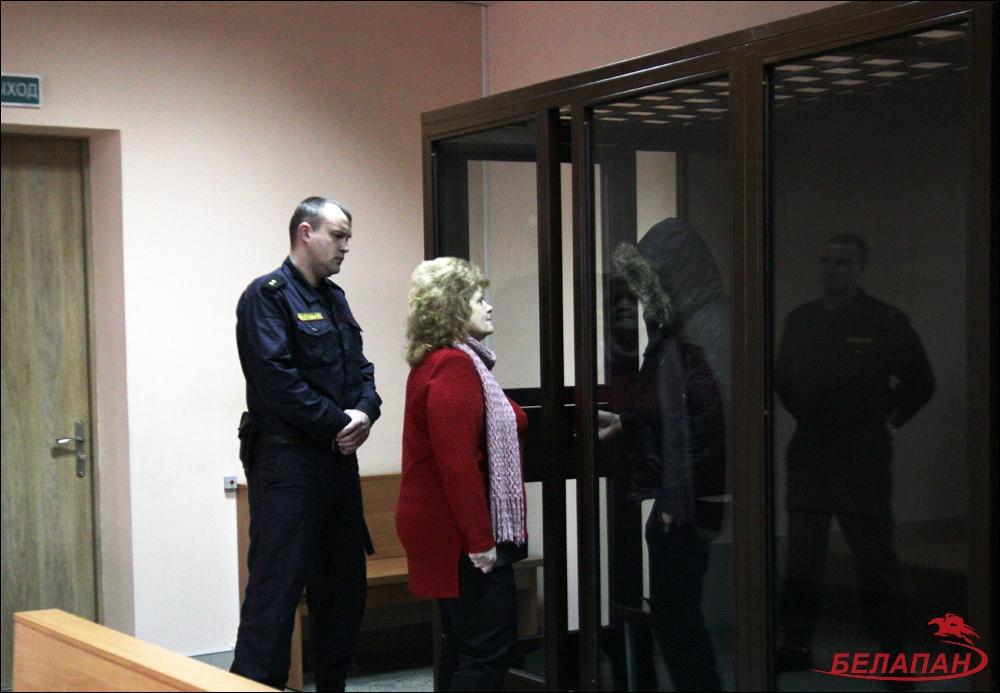 Судят жителя Гродно, сделавшего девочке укол неизвестным веществом. Мужчина вину отрицает