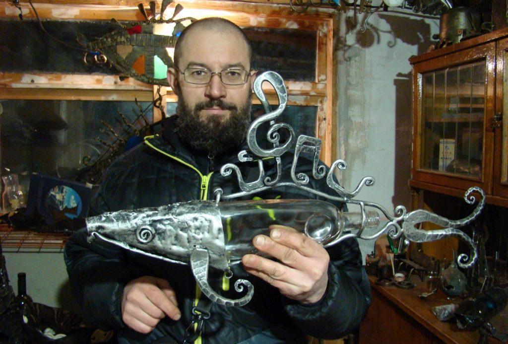 Жалезнае мастацтва. Гродзенскі каваль робіць рыбаў з рыдлёвак