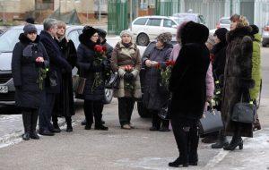 Вучні і настаўнікі развіталіся з забітымі ў Стоўбцах. Фотафакт