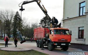 "В центре Гродно убрали ""туриста"". Не понравился администрации?"