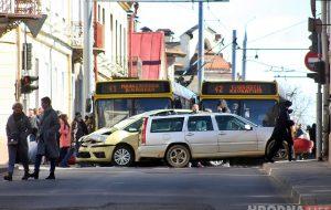 Центр стал: вторая за день авария на перекрестке Кирова - Социалистическая