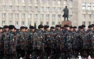 Гродзенская міліцыя ў дзень свайго свята прайшла маршам па вуліцах горада
