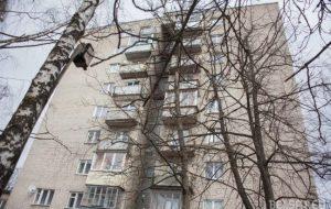 Жители дома в Гродно стали заложниками из-за замены лифта в девятиэтажке
