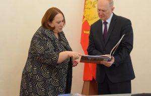 Развивать туризм и помогать беженцам. Основное про визит Поверенной в делах США в Беларуси в Гродно