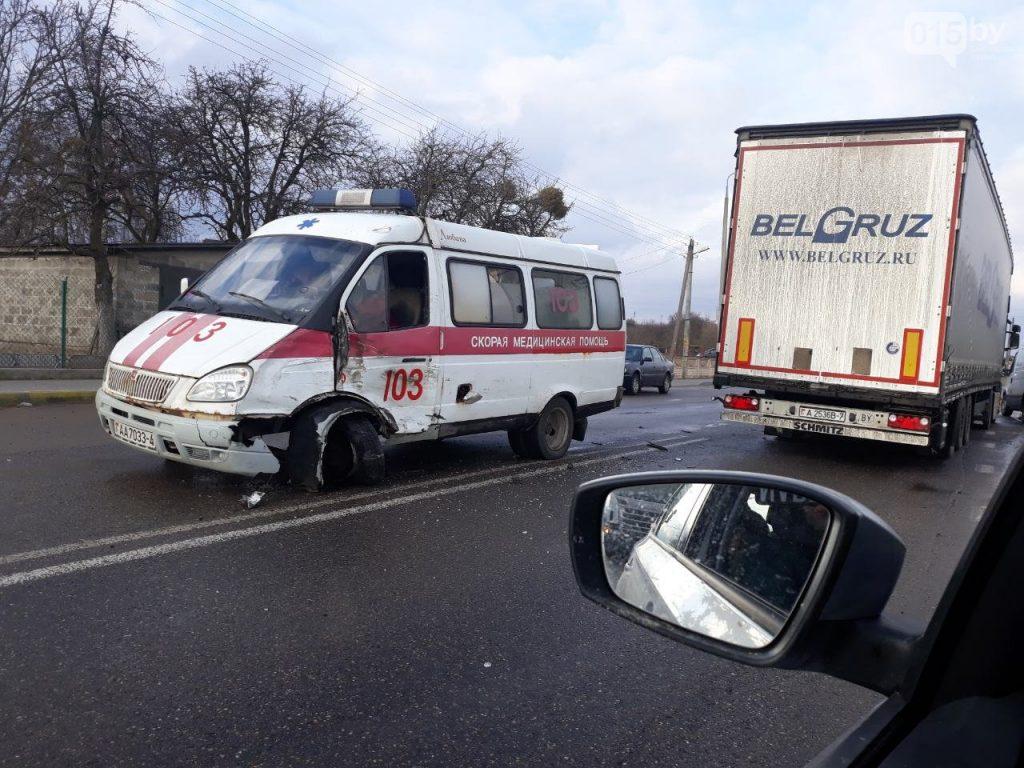 """В Гродно столкнулись фура и """"скороя помощь"""""""