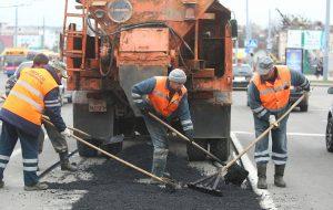 Весна! В Гродно начали ремонтировать дороги