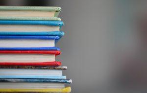 Уезжать учиться не желательно, возвращаться с дипломом тоже. Как в Беларуси борются с иностранным образованием