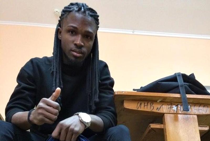 Африканский студент из Гродно оригинально признался белорускам в любви