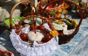 Фото: Куличи, разукрашенные яйца и корзинки. Православные готовятся к празднику Пасхи
