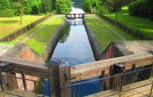 Августовский канал открыл сезон. На чем и за сколько поплавать, что посмотреть
