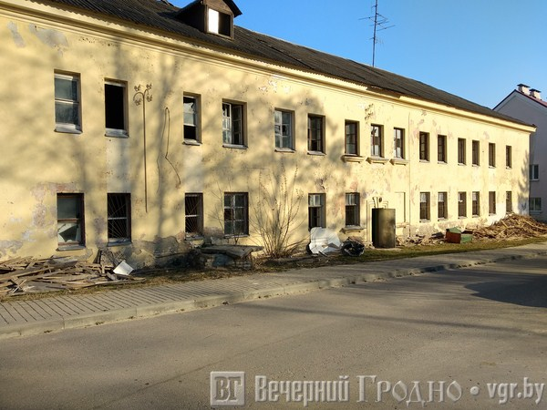 Стары інтэрнат на Суворава каля «Еўраопта» пераробяць пад гандлёва-офісны цэнтр