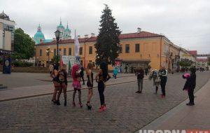 В Гродно приехала Карина Барби и уже засветилась в центре