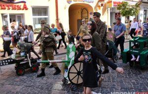С самолетами и танками: в Гродно прошел парад детских колясок