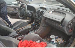 Отец и сын пытались угнать два автомобиля и украли из них вещи для продажи