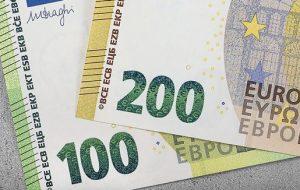 Со спутниковыми голограммами и узкие. Новые купюры 100 и 200 евро поступают в обращение