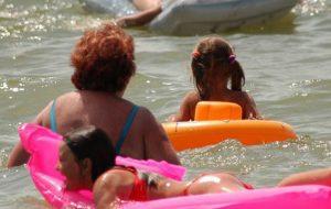 Двух женщин спасли с острова посреди Нёмана
