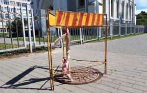В Гродно школьник в прямом эфире провалился в канализационный люк