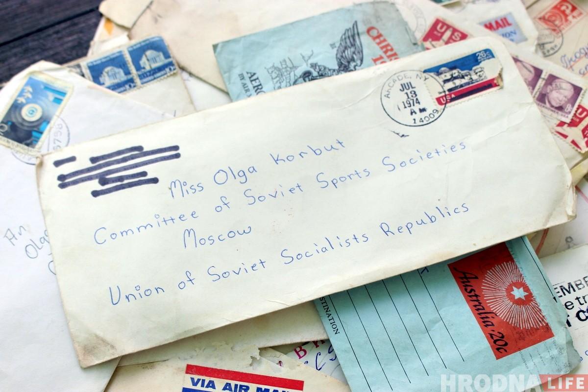 «Возможно, Корбут их и не видела». Гродненскому коллекционеру принесли письма для олимпийской чемпионки