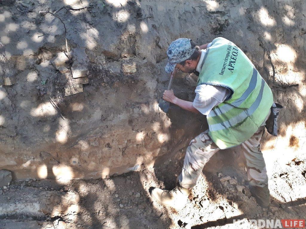 На Свердлова при земляных работах обнаружили человеческие останки