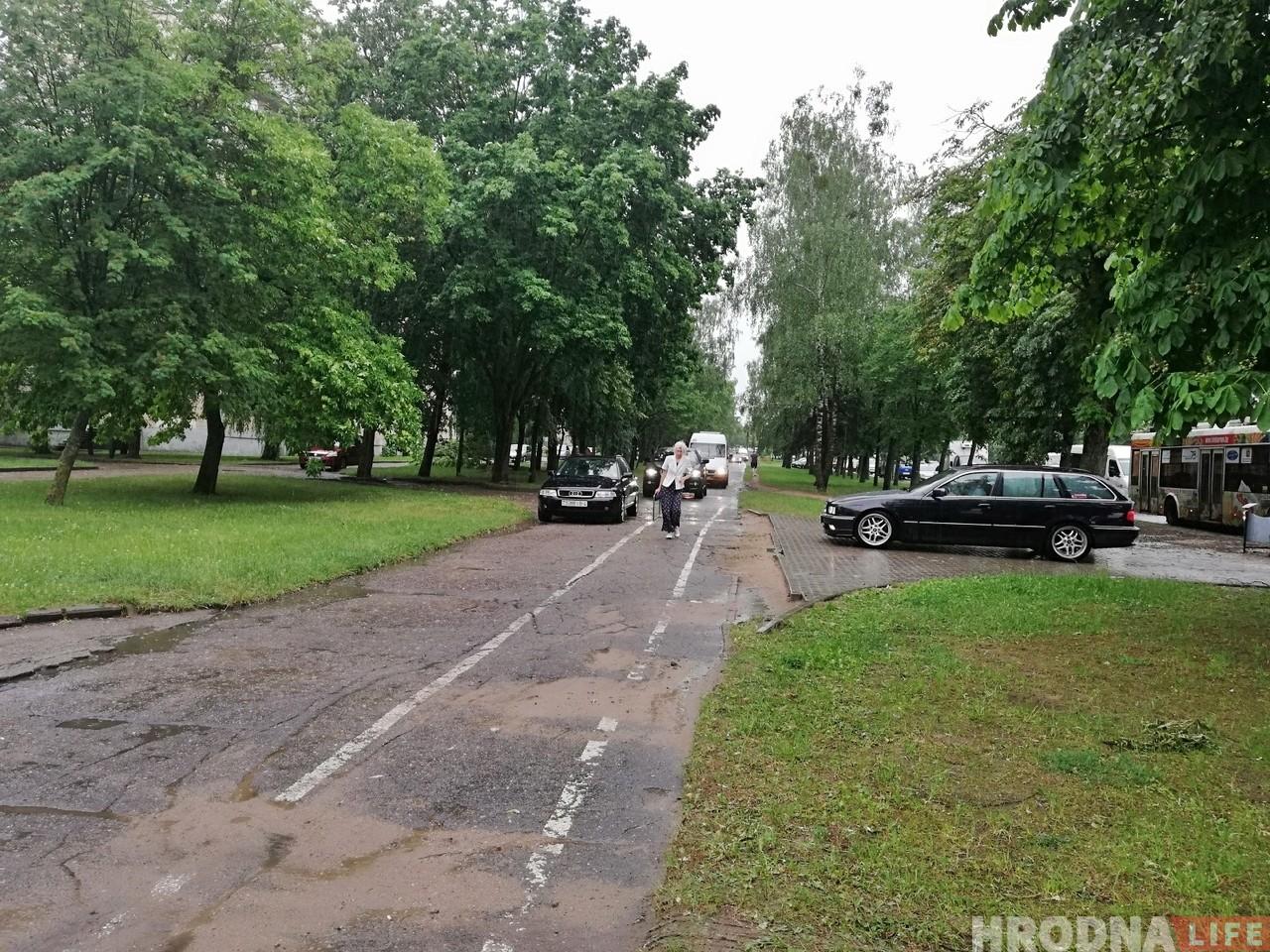 ФОТА: Першы летні лівень затапіў вуліцы Гродна