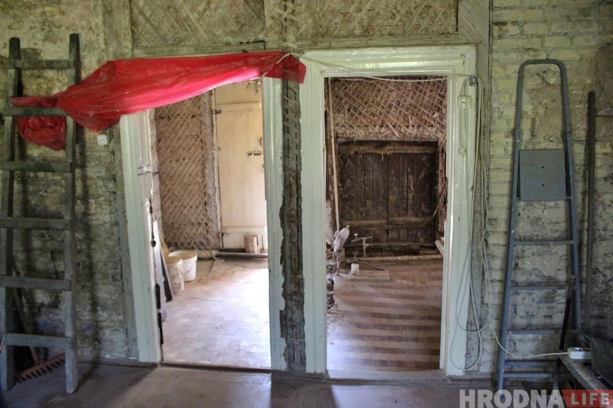 «Захаваць асколак старой культуры». Гродзенец купіў 90-гадовы драўляны дом, каб аднавіць і жыць у ім