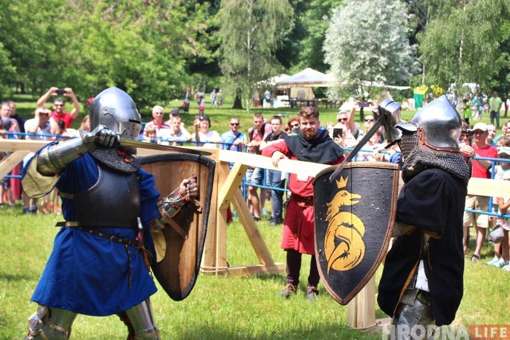 «Тут знаковая земля». В Коложском парке проходит фестиваль средневековой культуры